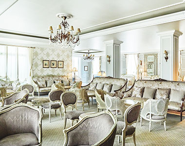 アンティークのソファや椅子